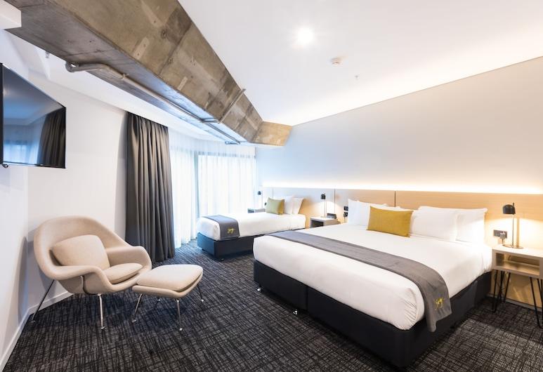 Song Hotel Sydney, Sydney, Premium Triple Room, Guest Room