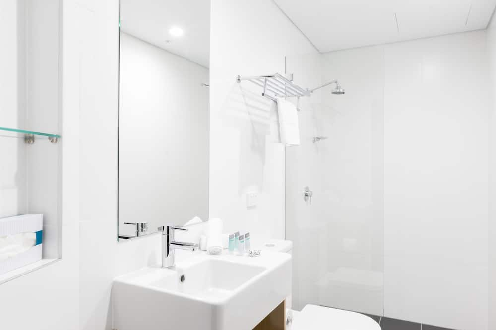 Premium Queen Room - Bathroom