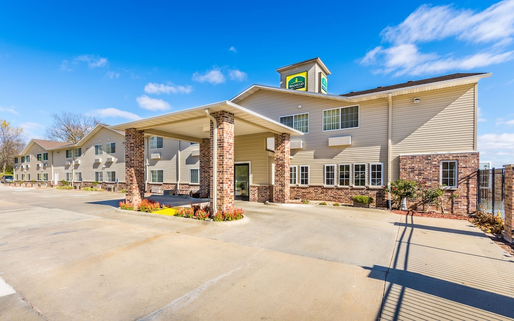 Wamego Inn And Suites Hotel Entrance