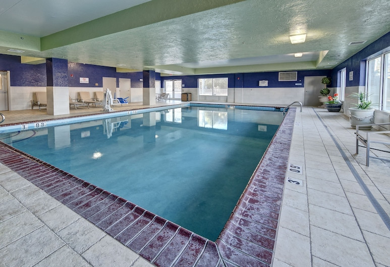 Holiday Inn Express And Suites London, an IHG Hotel, London, Pool