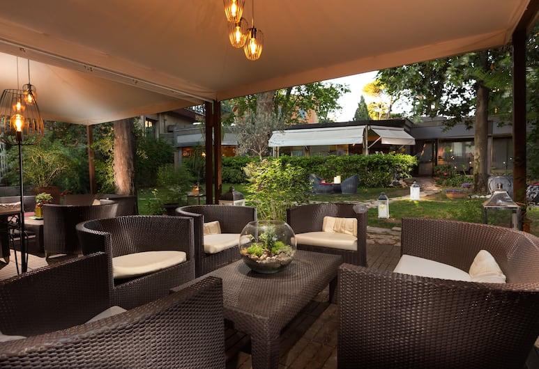Fenix Hotel, Rom, Tempat Makan Luar