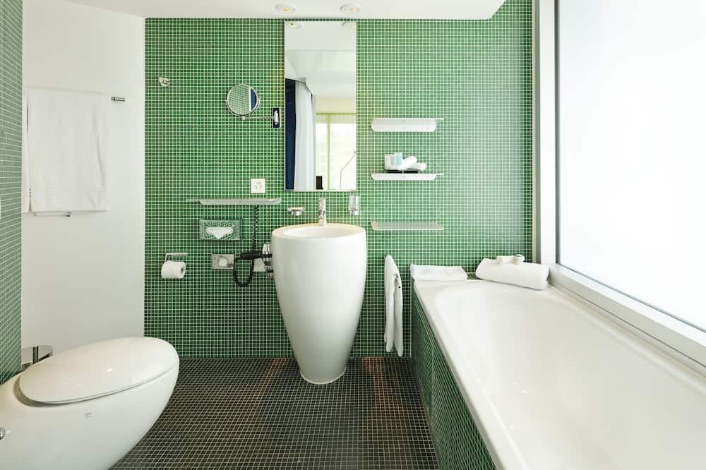 Kambarys su papildomais patogumais, 1 labai didelė dvigulė lova - Vonios kambarys