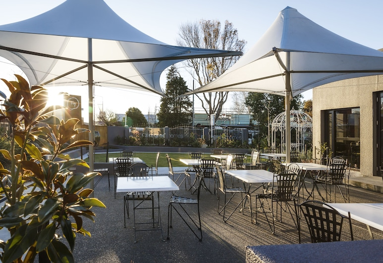 Quality Hotel Elms, Christchurch, Outdoor Dining