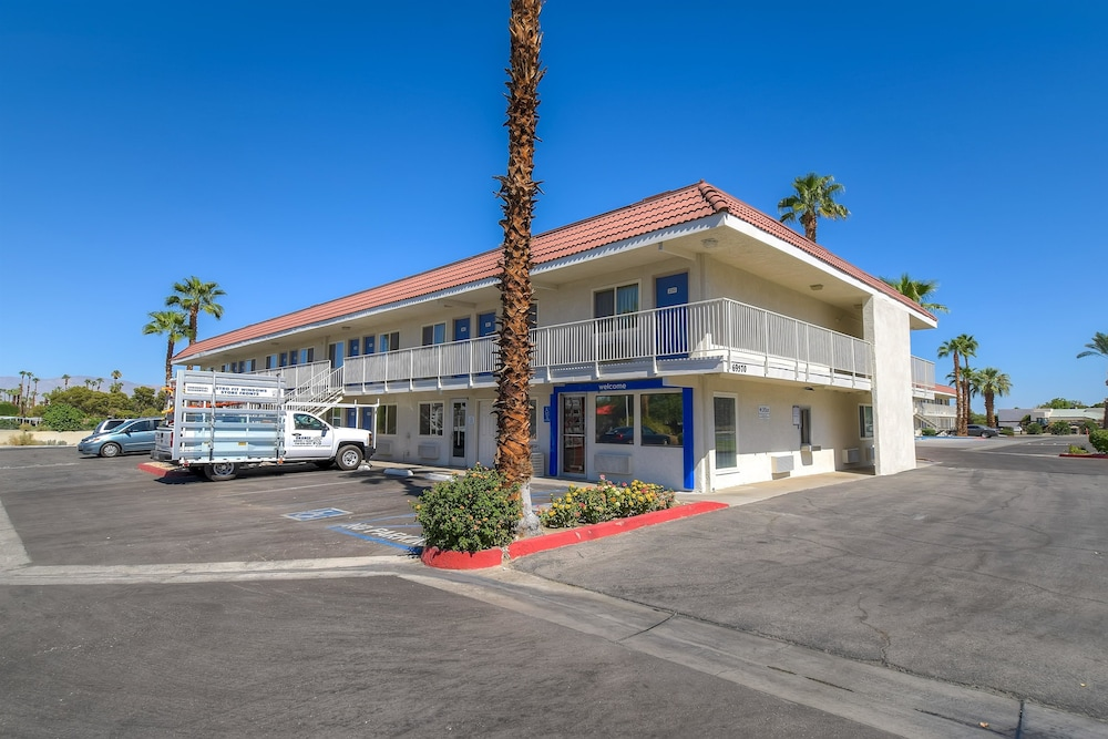 Motel 6 Palm Springs Rancho Mirage Hotel Front
