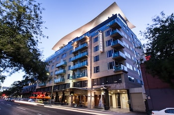 Picture of Majestic Roof Garden Hotel in Adelaide