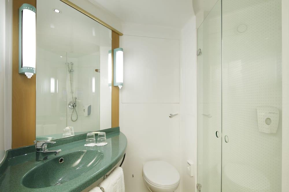 スタンダード ルーム ベッド (複数台) - バスルーム