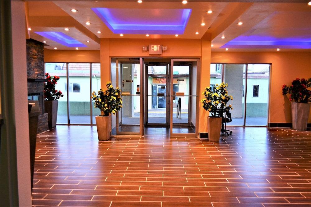 Travelodge Rawlins Wy Interior Entrance