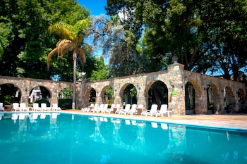 Enter your dates to get the San Juan del Rio hotel deal
