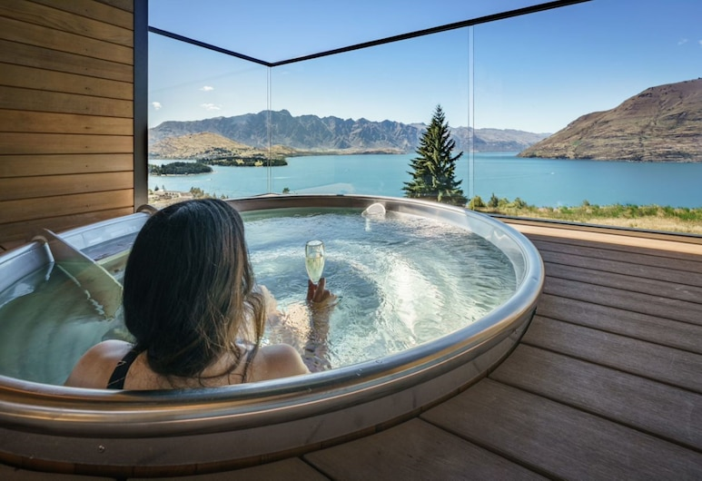 Kamana Lakehouse , Queenstown, Outdoor Spa Tub