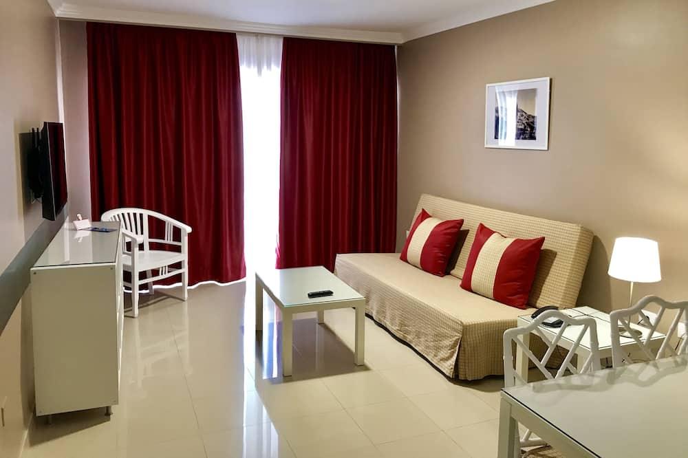 Junior Suite, Pool View, Oceanfront - Living Room