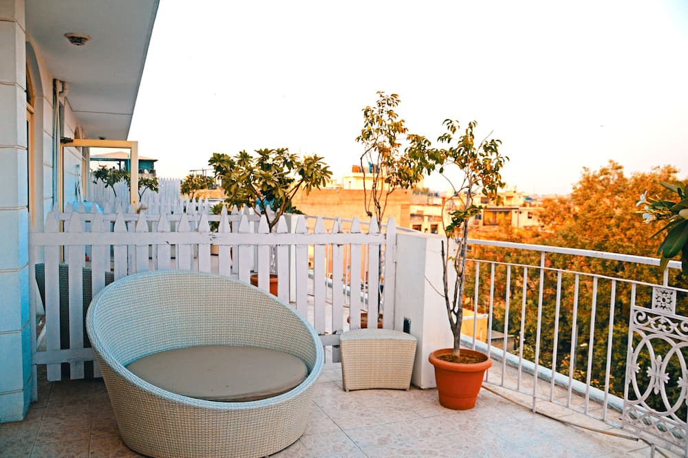 Suite with Airport Pickup - Balcony