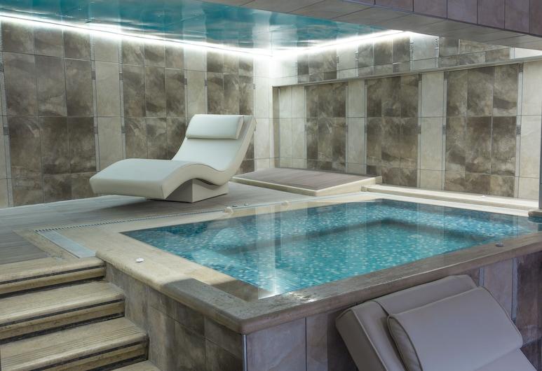 Reis Inn Hotel, Estambul, Bañera de hidromasaje