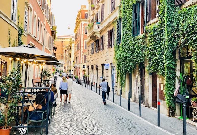 我來借宿飯店 , 羅馬, 飯店正面