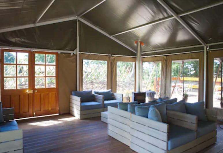 Durrell Wildlife Camp, Trinity, Ruang Duduk Lobi