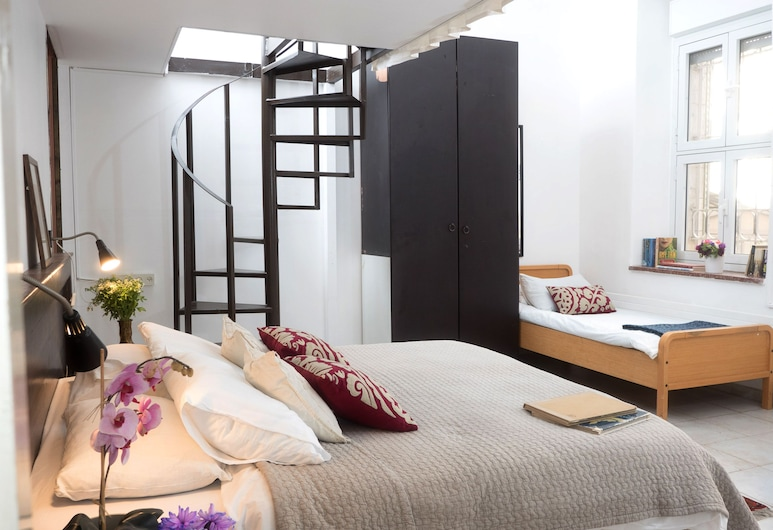 Allenby 2 Bed & Breakfast, Jerusalem, Family Room, Guest Room View
