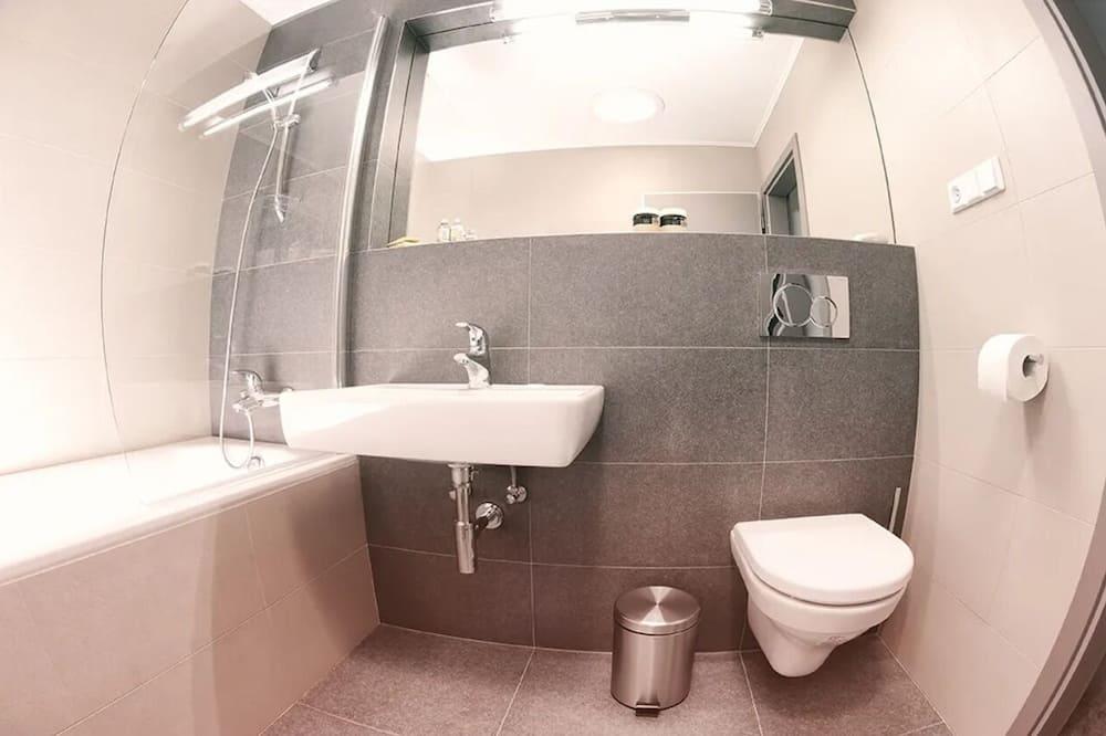 Номер-люкс категорії «Делюкс», 2 спальні - Ванна кімната