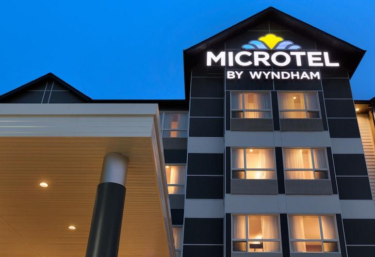 Microtel Inn & Suites By Wyndham Whitecourt, Whitecourt, Hotelfassade