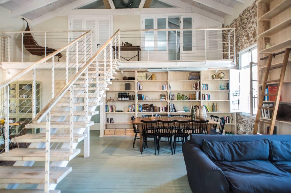 エクスクルーシブ ロフト 2 ベッドルーム キッチン シティビュー - リビング エリア