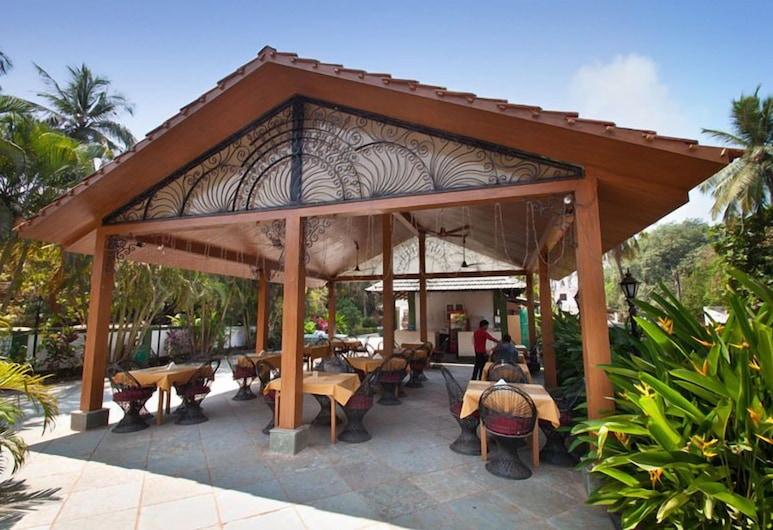 Sea Mist Resort, Candolim, ארוחה בחוץ