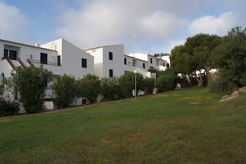 Picture of Apartamentos Sol Isla in Mercadal