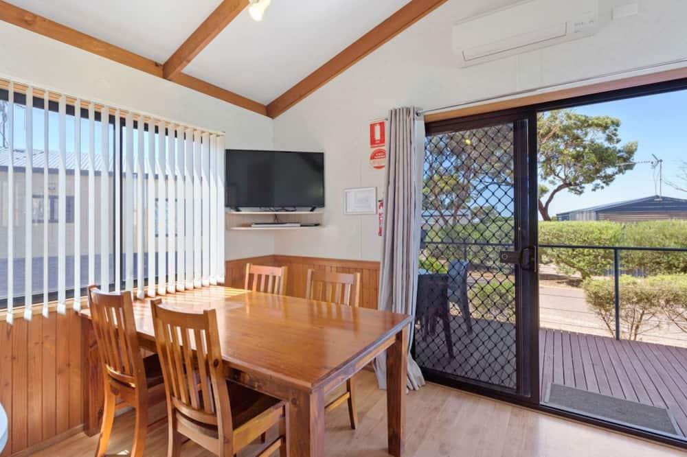 Superior-Ferienhütte, 2Schlafzimmer (Sleeps 6) - Essbereich im Zimmer