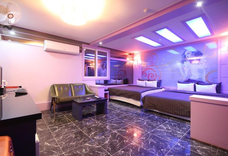 호텔 2NE1, 부산광역시, Deluxe Family Room, 객실