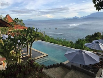 Picture of Lembongan Cliff Villas in Lembongan Island