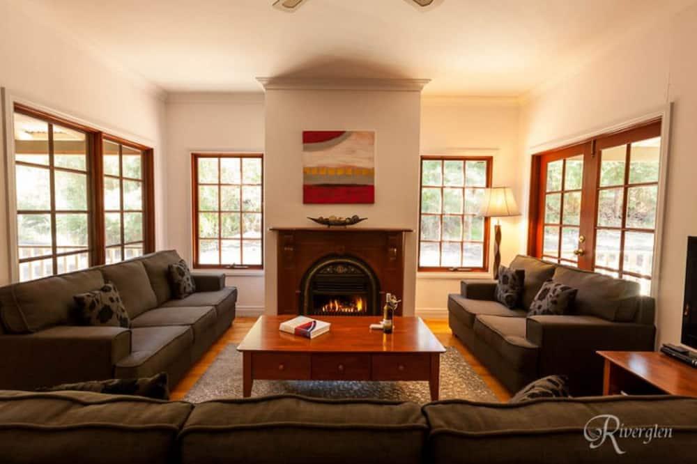 House, 4 Bedrooms, Garden View - Living Room