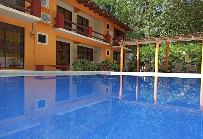 Hotel J.B., Zihuatanejo, Průčelí hotelu