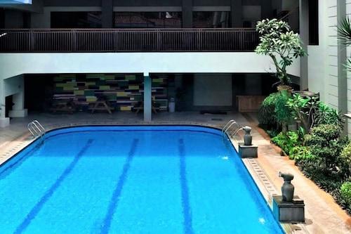 โรงแรมซาริ