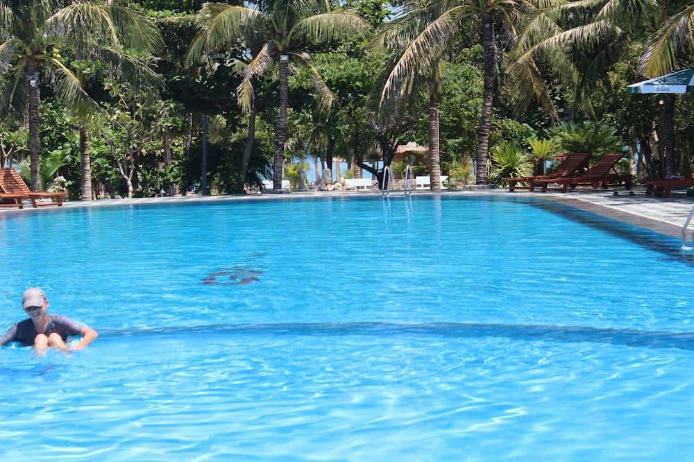 Vandfald i pool