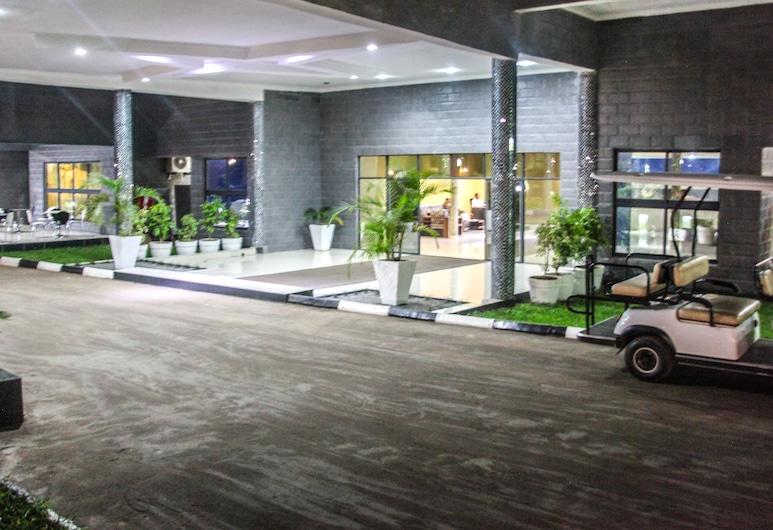 明伍德米卡會議中心, 路沙卡, 酒店入口