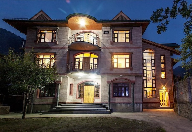 Sheesha Residency, Srinagar, Hotellets front – kveld/natt
