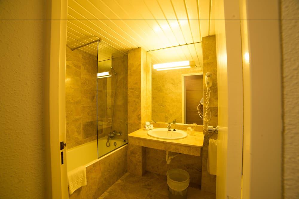ห้องพักสำหรับสี่ท่าน (2 adults and 2 children) - ห้องน้ำ