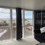 Deluxe Room, 1 Queen Bed - Living Area