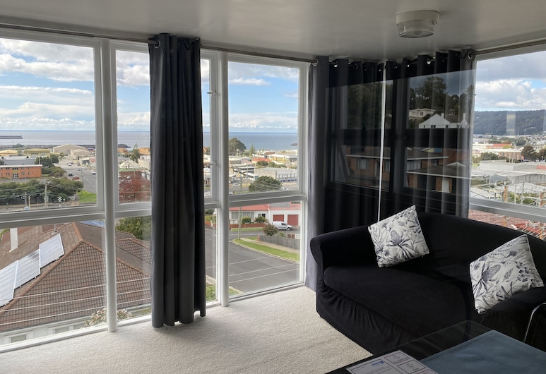 The Menai Hotel Motel, South Burnie, Deluxe Room, 1 Queen Bed, Living Area