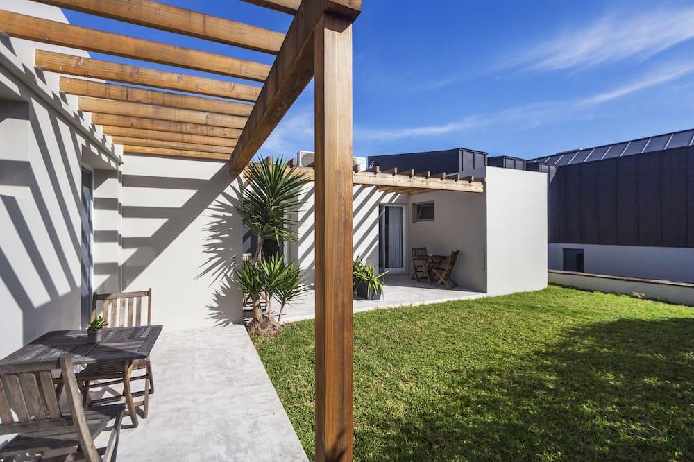 Улучшенный двухместный номер с 1 двуспальной кроватью - Вид на двор