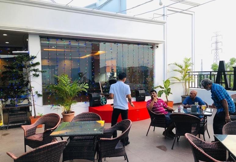 OS Hotel Edukits, האי Batam, מסעדה