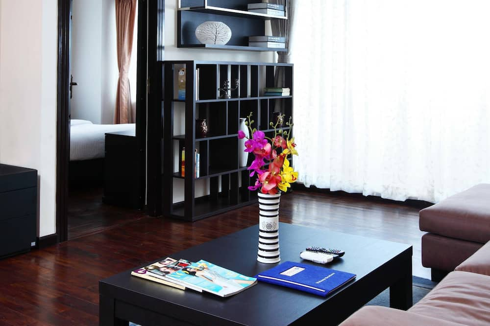 Luxury Apartment, 2 Bedrooms, Kitchen, City View - Living Area