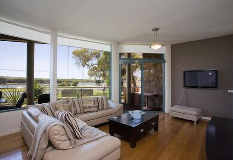 Anglesea River Apartments, Anglesea, Deluxe Riverview 3 Bedroom #1, Living Room