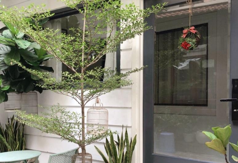 Lily's Hostel, Hošiminas