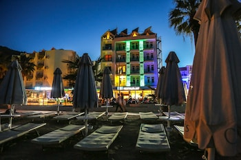 Marmaris bölgesindeki B&B Yüzbaşı Beach Hotel resmi