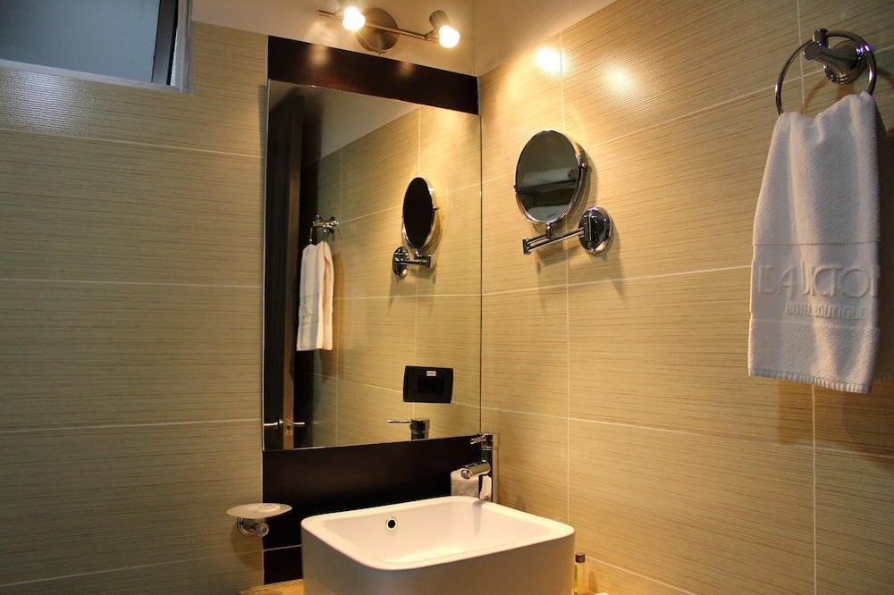 Izba typu Junior, 2 dvojlôžka - Kúpeľňa