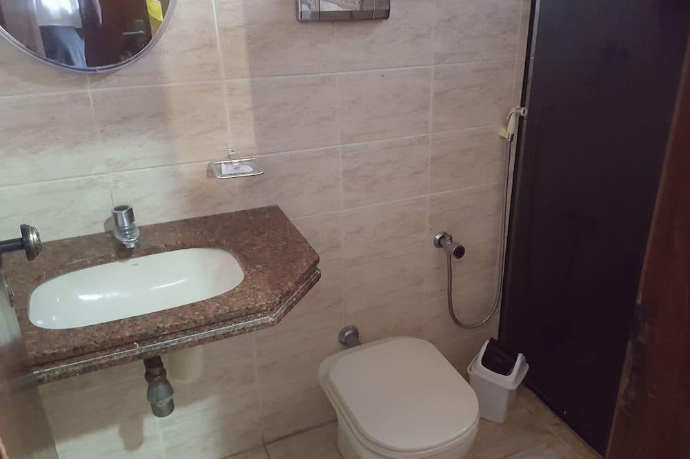 Yhteismajoitus, Sekamajoitus - Kylpyhuone