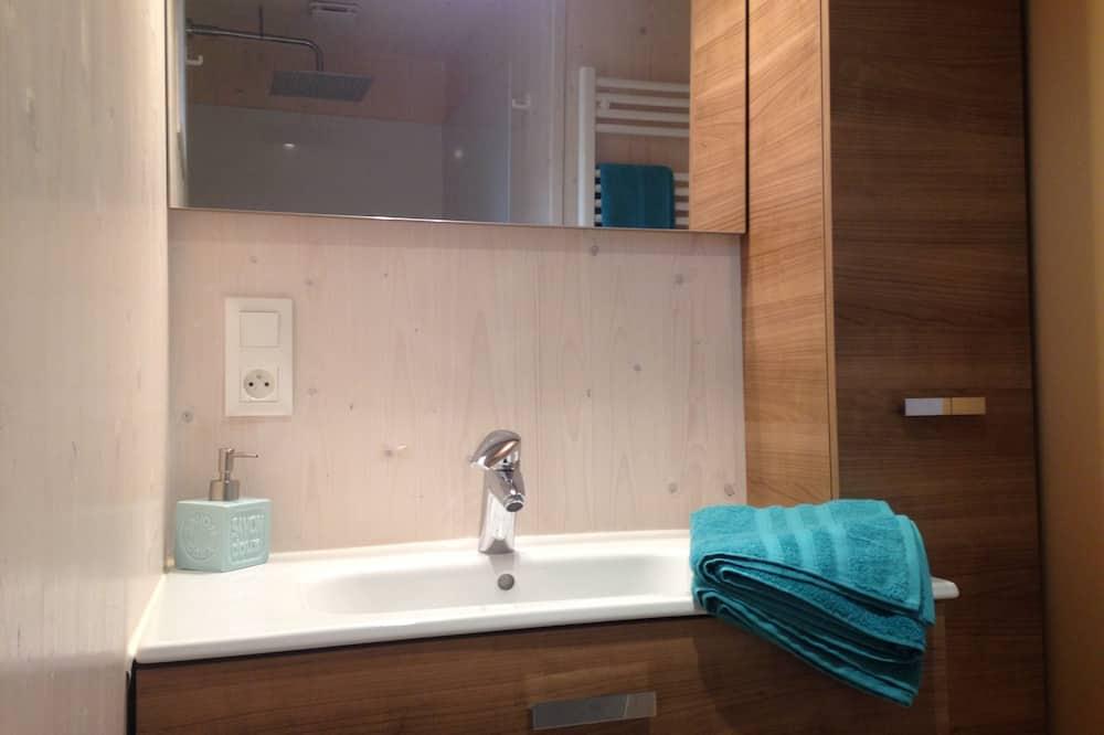 Habitación cuádruple, frigorífico y microondas - Cuarto de baño