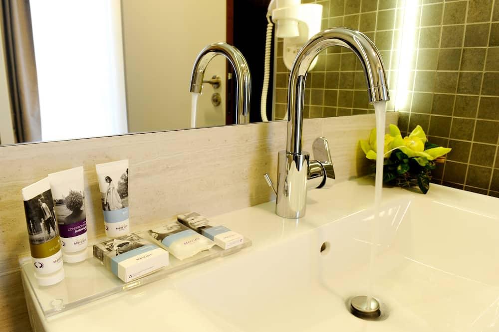 Superior Twin soba, 2 kreveta za jednu osobu - Umivaonik u kupaonici