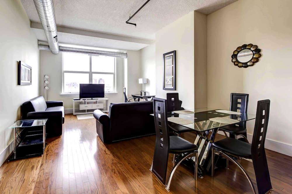 Suite - Tempat Makan dalam Bilik