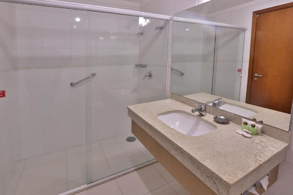Paaugstināta komforta divvietīgs numurs (Suite) - Vannasistaba