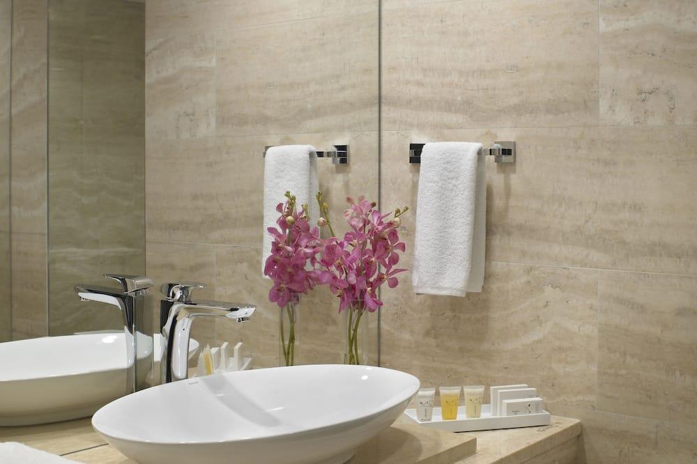 Standard Suite, 2 Bedrooms, Balcony, City View - Bathroom