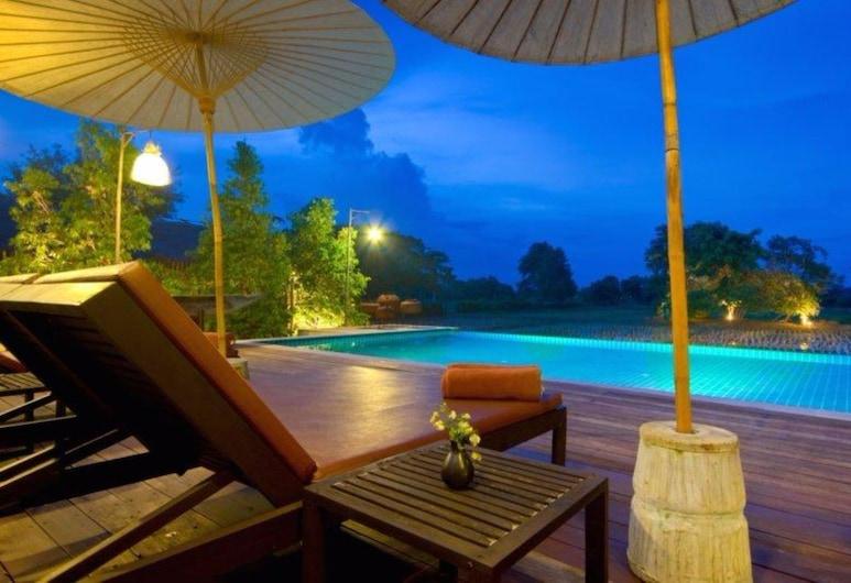 The Puka Boutique Resort, San Kamphaeng, Lauko baseinas